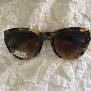 COACH tortoise shell sunglasses w slight cat eye